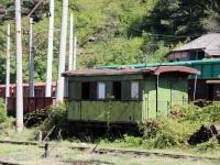 Боржоми. Старые пассажирский и грузовой вагоны, использовавшиеся на узкоколейной линии Боржоми - Бакуриани