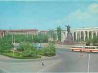 Волгоград. Автобус Ikarus-180, на заднем плане - троллейбус ЗиУ-5