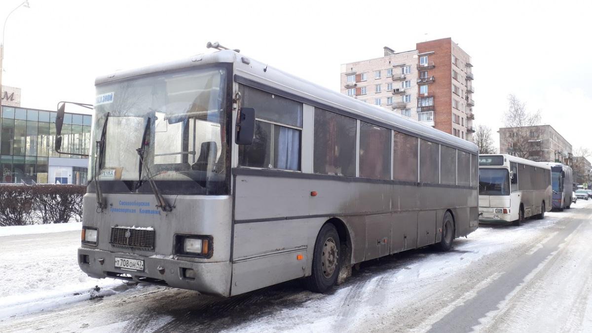Санкт-Петербург. Волжанин-52702 т708он
