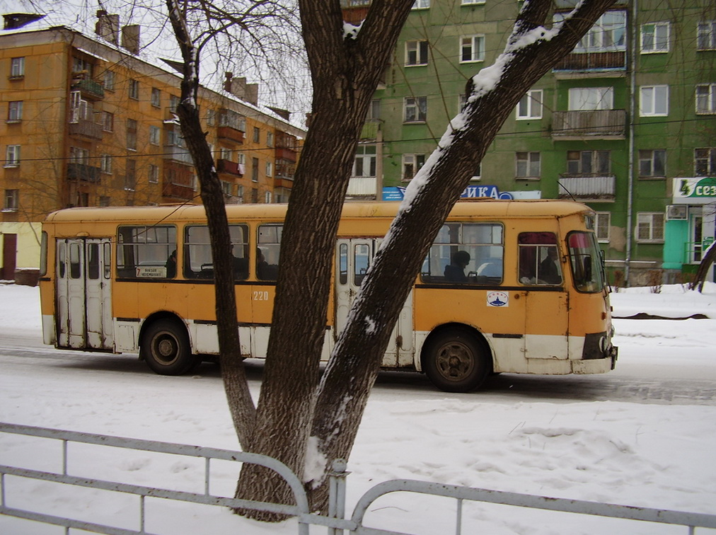 Нижний Тагил. ЛиАЗ-677М ан374