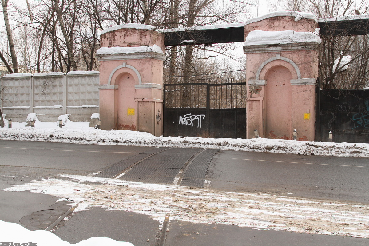 Москва. Недействующий подъездной путь бывшего завода Серп и Молот