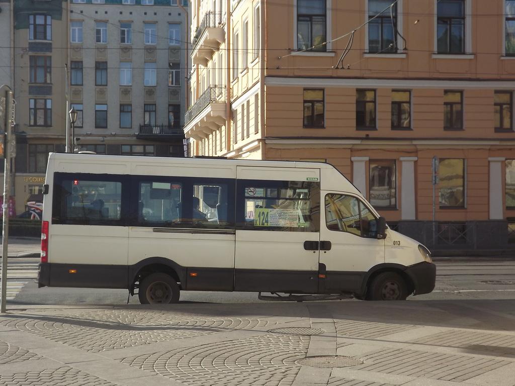 Санкт-Петербург. Нижегородец-2227 (Iveco Daily) в113ат