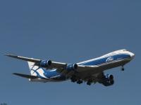 Москва. Самолет Boeing 747 (VP-BBL) авиакомпании AirBridgeCargo садится в аэропорту Шереметьево