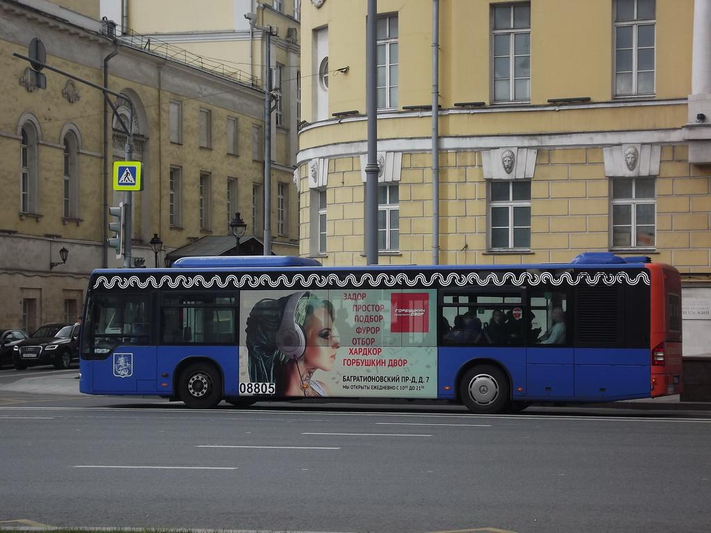 Москва. Mercedes O345 Conecto LF х528мо