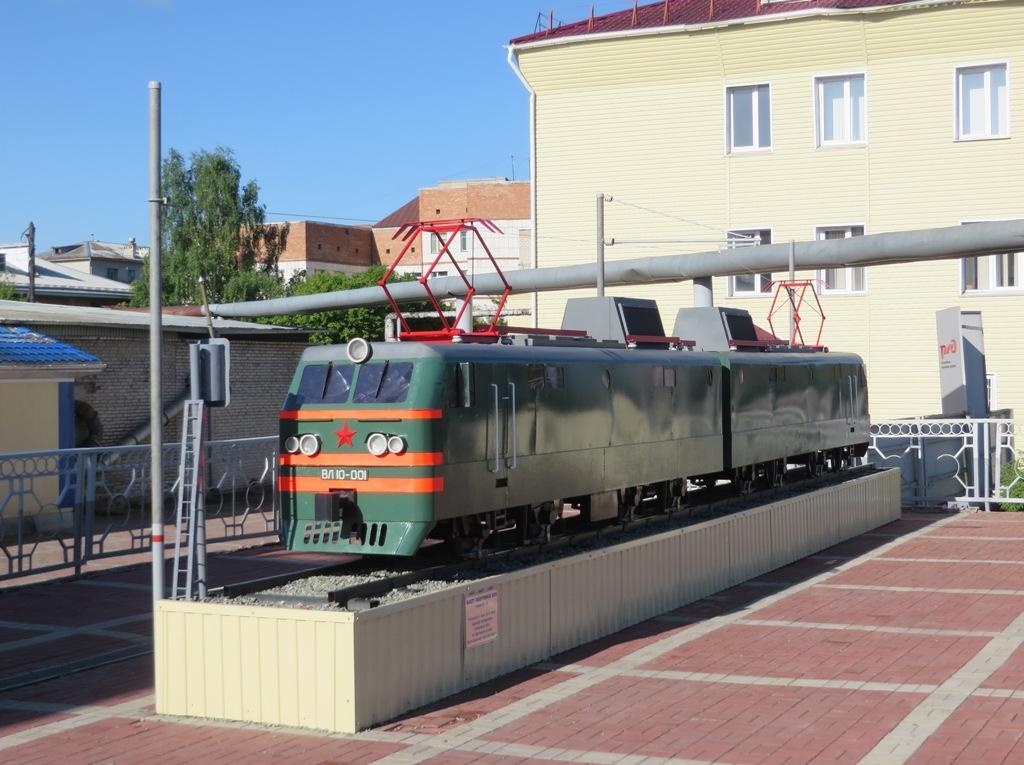 Шадринск. Макет электровоза ВЛ10-001
