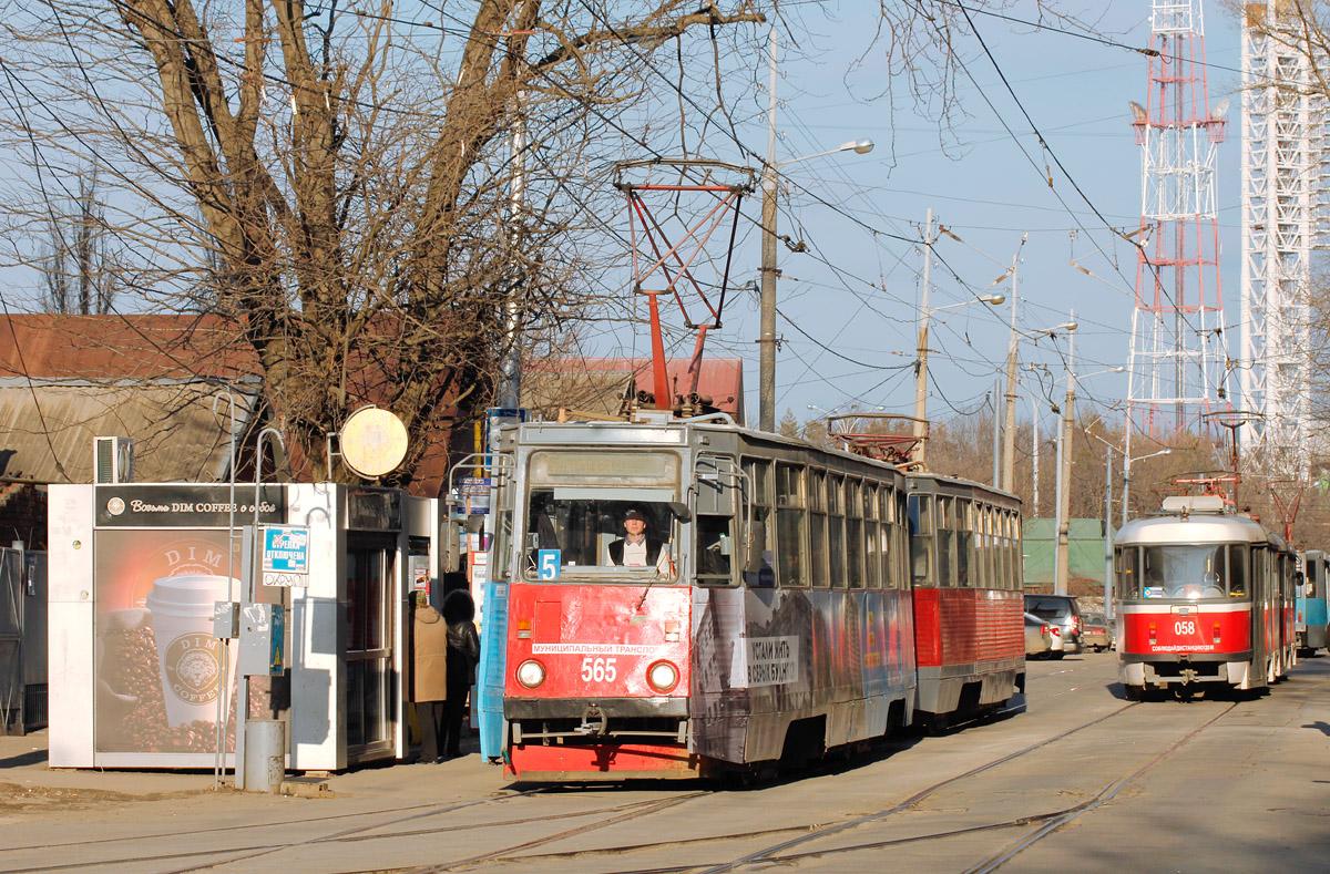 Краснодар. 71-605 (КТМ-5) №565, 71-605 (КТМ-5) №587, Tatra T3SU №058