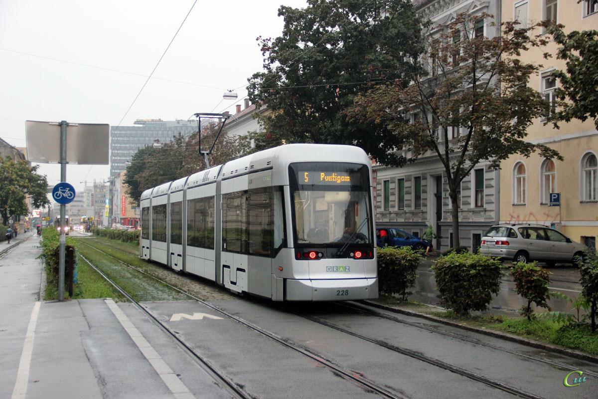 Грац. Stadler Variobahn №228