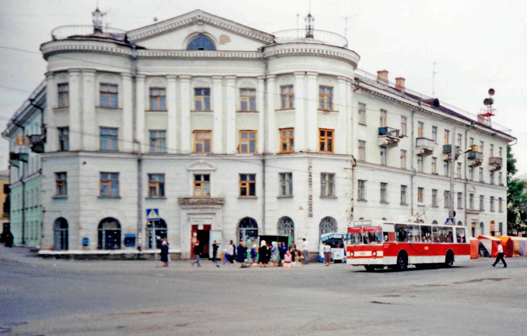 Курган. Троллейбус ЗиУ-682В00