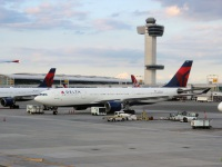 Нью-Йорк. Самолет Airbus A330 (N855NW) авиакомпании Delta Air Lines