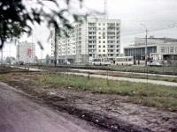 Курган. Троллейбус ЗиУ-682 и автобус ЛиАЗ-677