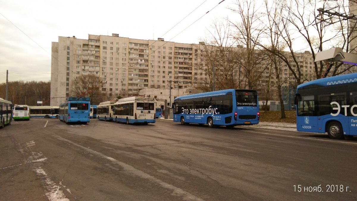 Москва. ТролЗа-5265.00 №6515, КамАЗ-6282 нх394
