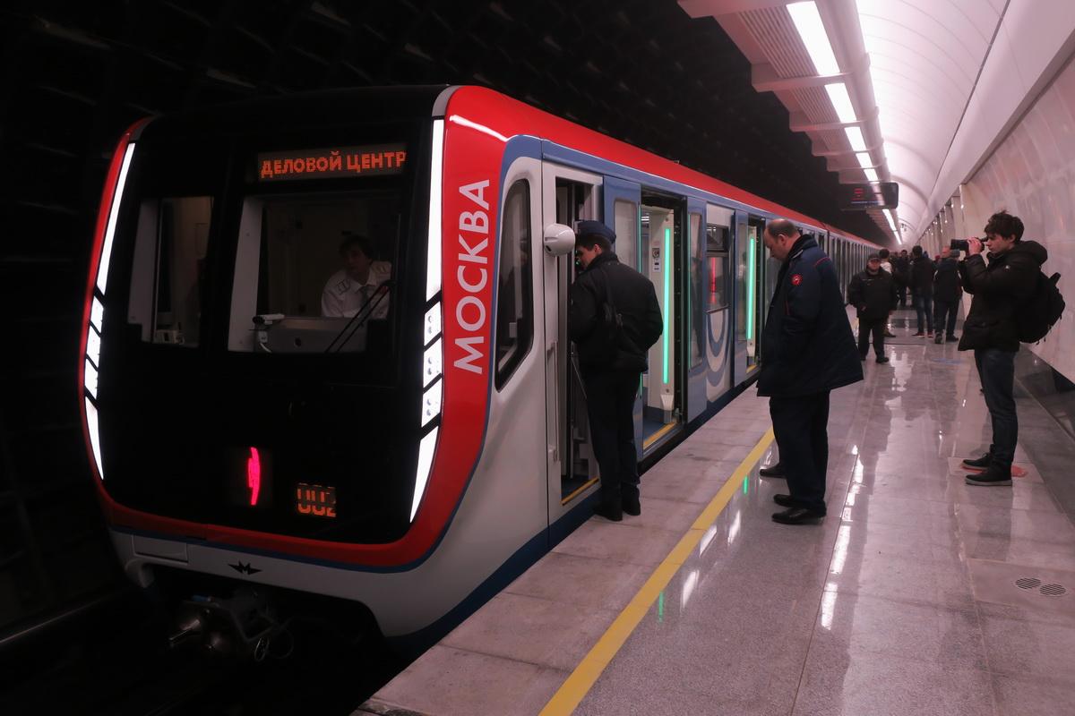 Москва. Электропоезд типа 81-765