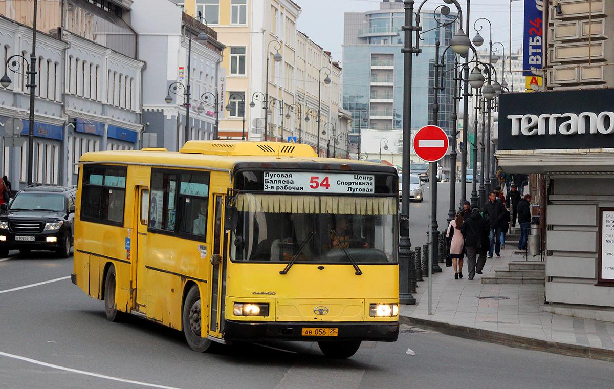 Владивосток. Daewoo BS106 ав056