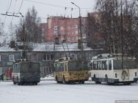 Петрозаводск. ЗиУ-682Г00 №279, ЗиУ-682Г00 №303, ВЗТМ-5284 №332