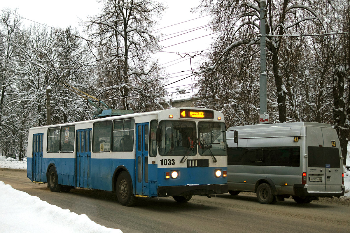 Брянск. ЗиУ-682Г-016 (012) №1033, Нижегородец-2227 (Ford Transit) к200оа
