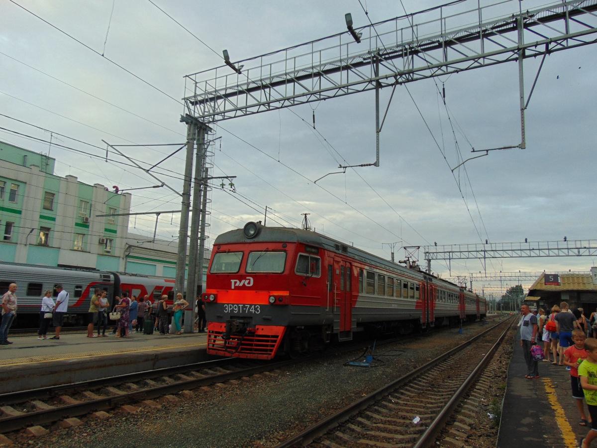 Саратов. ЭР9Т-743