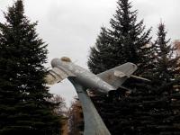Воротынск. Самолёт-памятник МиГ-15, памятник советской авиации и Ивану Никитовичу Кожедубу - трижды Герою Советского Союза, командира 324-й истребительной дивизии, два полка которой (176-ой и 196-ой) базировались на аэродроме Орешково, что рядом с Воротынском