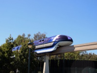 Анахайм. Синий поезд Mark VII монорельсовой железной дороги
