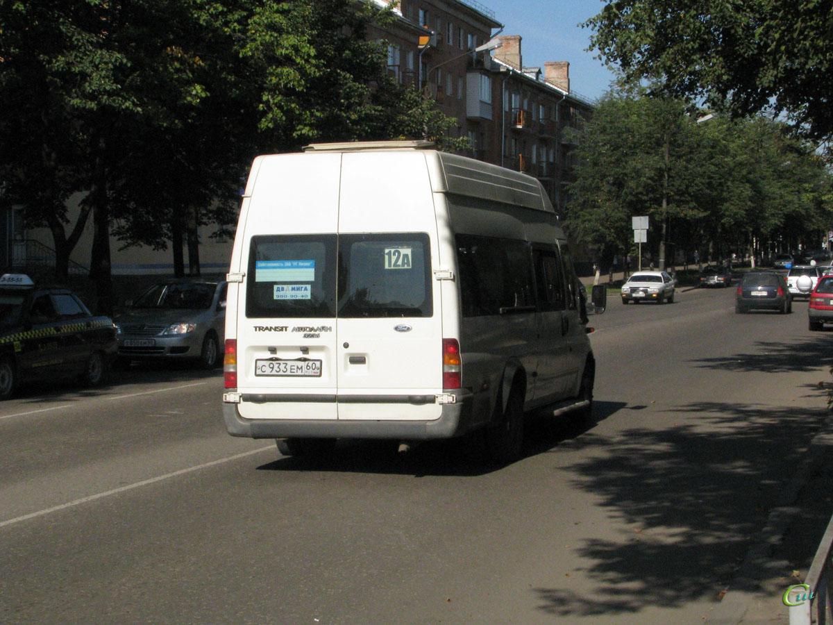 Великие Луки. Самотлор-НН-3236 (Ford Transit) с933ем