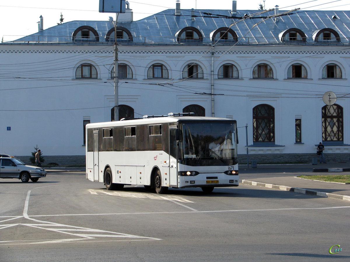 Великий Новгород. Волжанин-52702 ао381