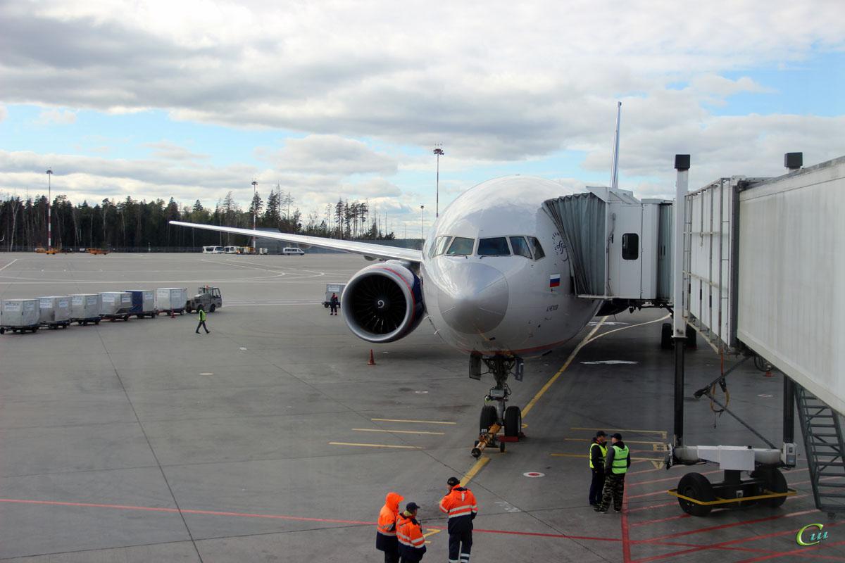 Москва. Самолет Boeing 777-300ER (VQ-BQD) Антон Чехов авиакомпании Аэрофлот (Aeroflot)