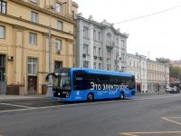 Москва. КамАЗ-6282 оа202