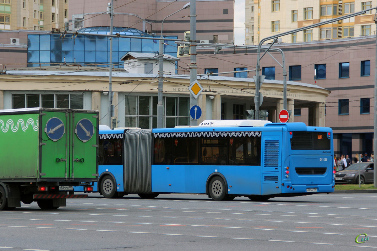 Москва. ЛиАЗ-6213.65 х685вс