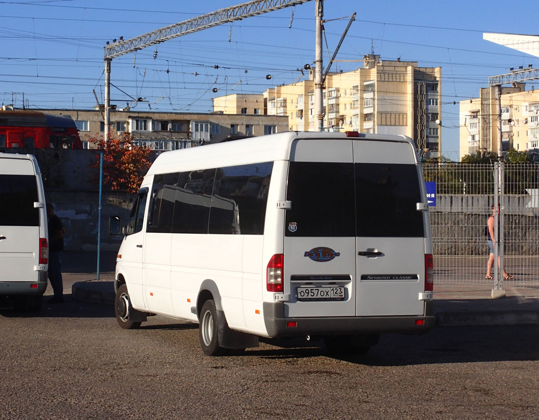 Евпатория. Луидор-2232 (Mercedes-Benz Sprinter) о957ох