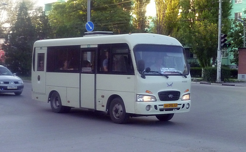 Таганрог. Hyundai County SWB ам095