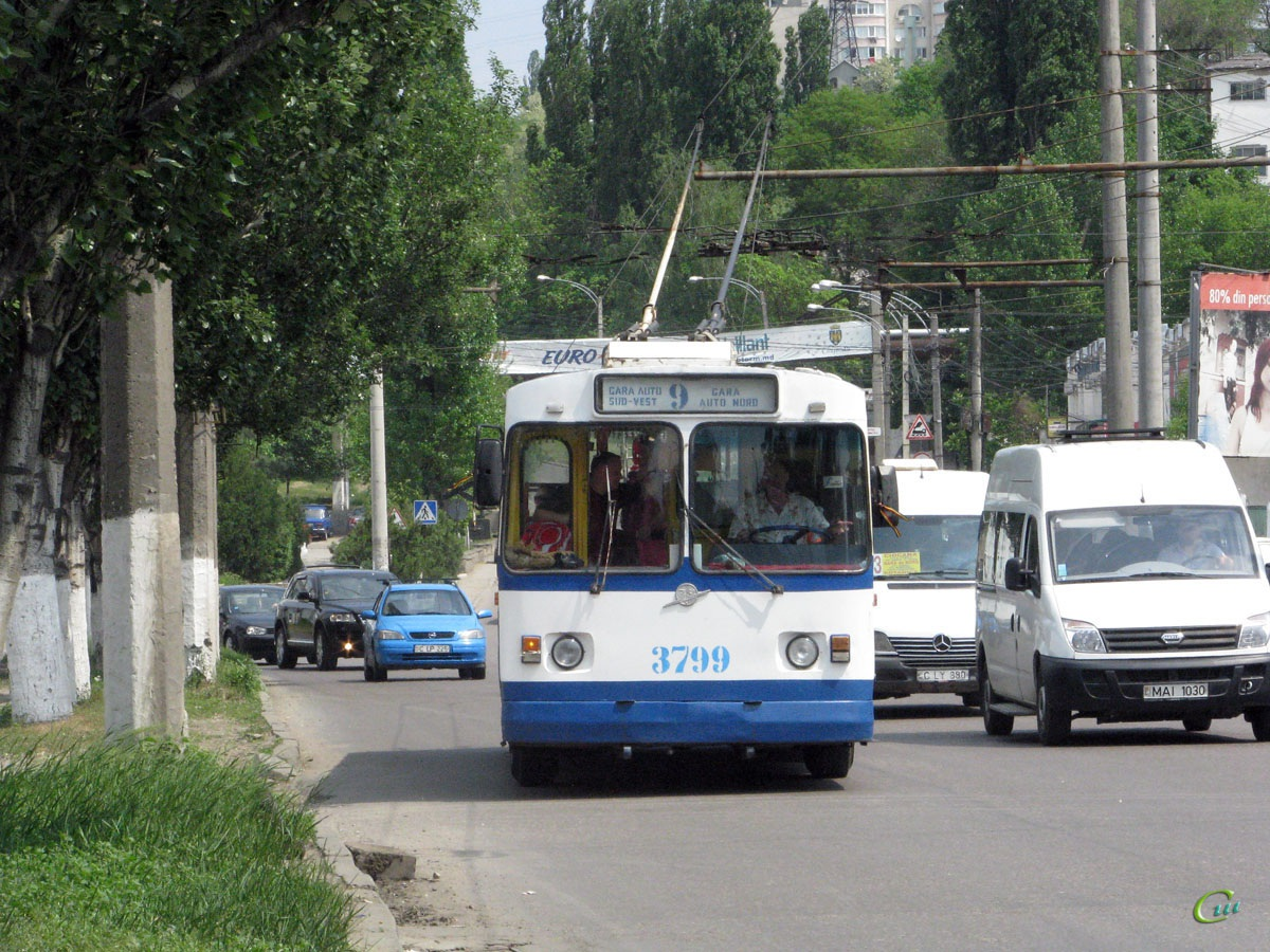 Кишинев. ЗиУ-682Г00 №3799, Mercedes-Benz Sprinter C LY 880, LDV Maxus MAI 1030