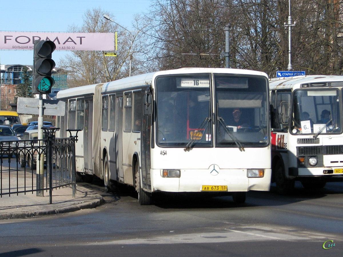Великий Новгород. Mercedes-Benz O345G ав673