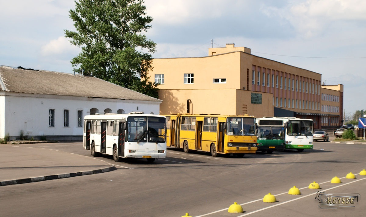 Великий Новгород. Mercedes-Benz O345 ав672, Ikarus 280.33 ае099