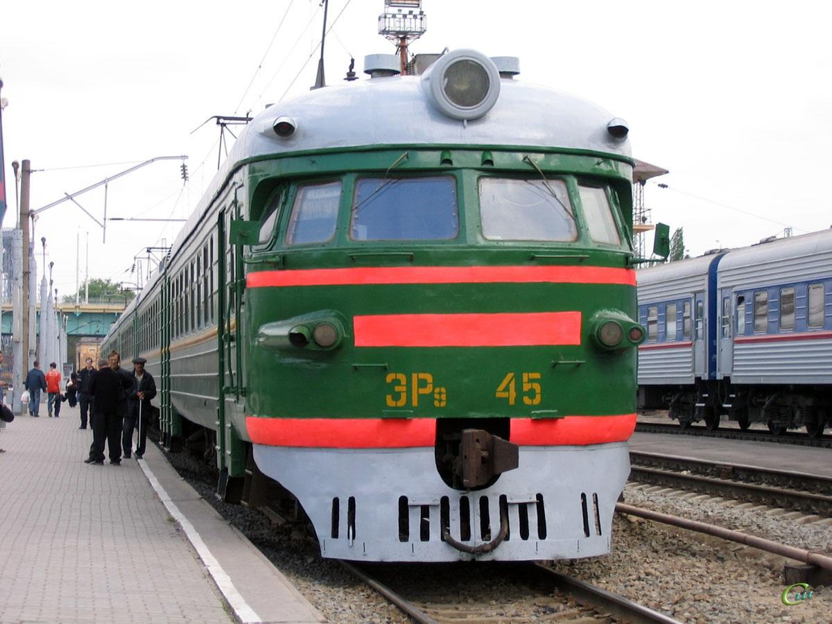 Ростов-на-Дону. ЭР9-45