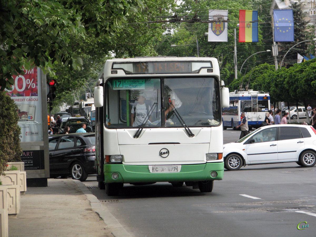 Кишинев. ЛиАЗ-5256 C JP 677