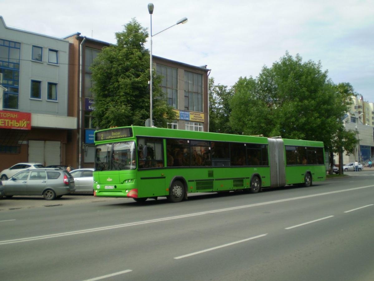 Псков. МАЗ-105.465 с435ес