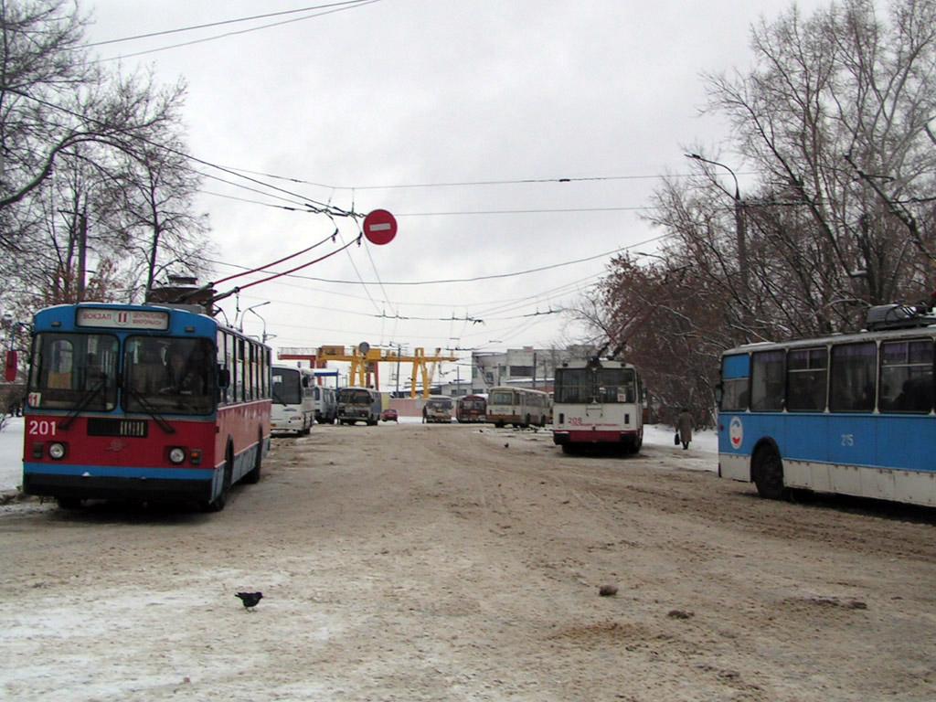 Йошкар-Ола. ЗиУ-682Г00 №201, ЗиУ-682В №209, ЗиУ-682Г00 №215