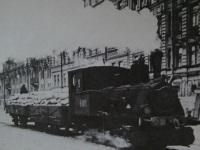 Санкт-Петербург. Паровоз, перевозивший грузовые платформы и пассажирские трамвайные вагоны во время остановки электрических трамваев