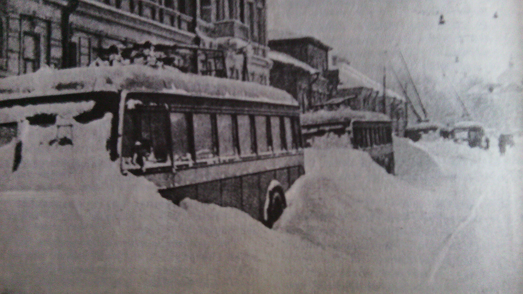 Санкт-Петербург. Остановка движения электрического транспорта в Ленинграде из-за отсутствия электроэнергии во время блокады