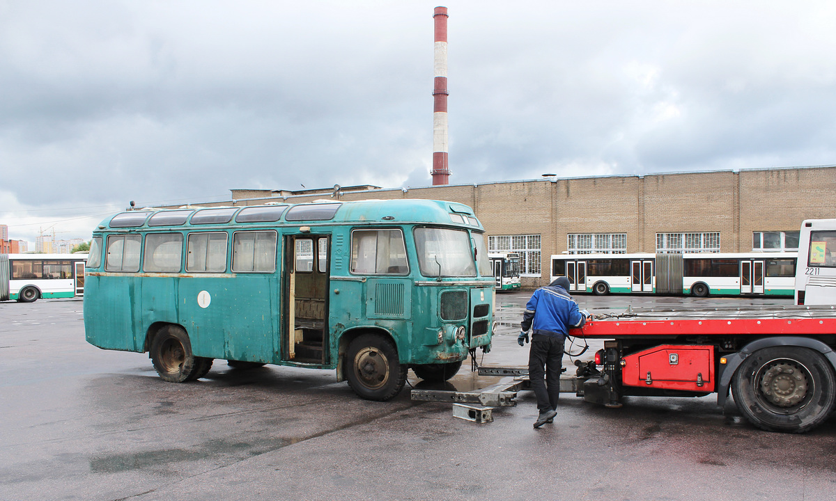 Санкт-Петербург. ПАЗ-672М б/н