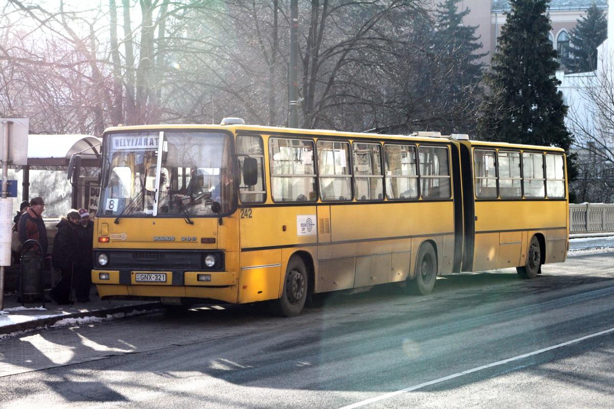 Веспрем. Ikarus 280 GNX-321