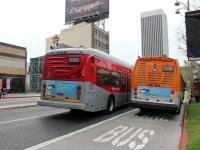 Лос-Анджелес. NABI Metro 45C 1330913, NABI 60-BRT 1250334