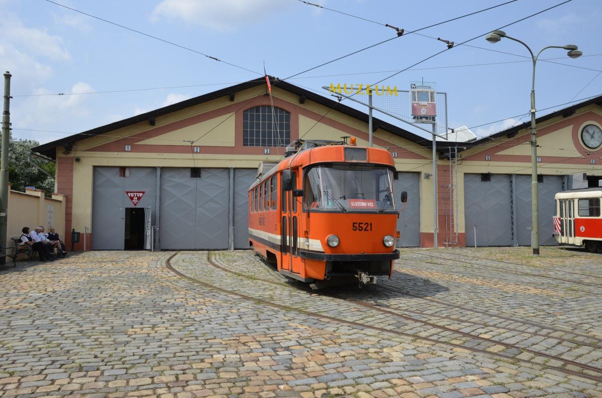 Прага. Tatra T3 №5521