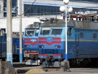 Киев. ЧС4-207, ЧС8-076