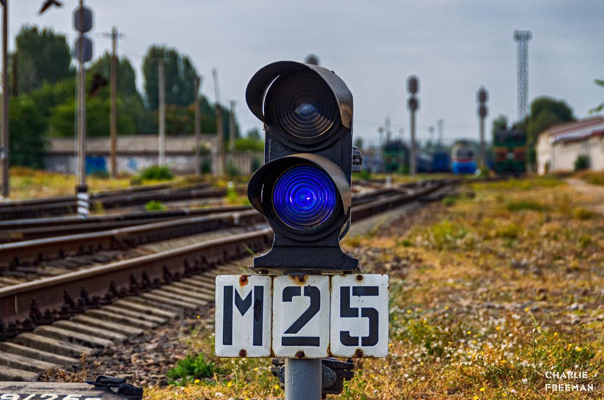 Николаев. Карликовый маневровый светофор М25