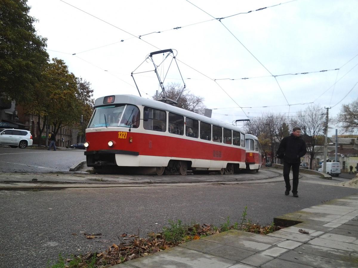 Днепр. Tatra T3SU №1327