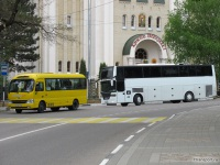 Кисловодск. Hyundai County Kuzbass а418ар, EOS 100 р411ха