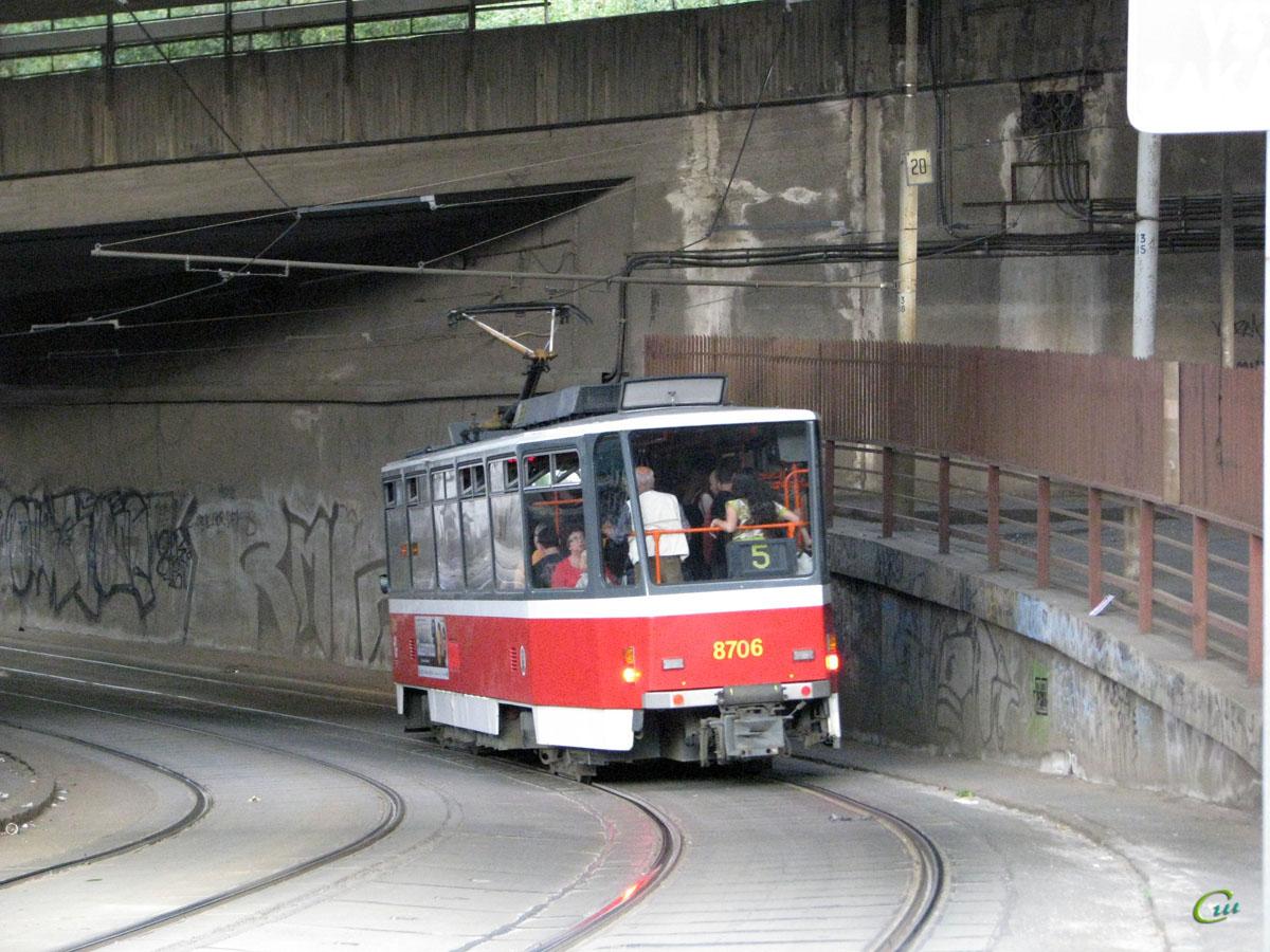 Прага. Tatra T6A5 №8706
