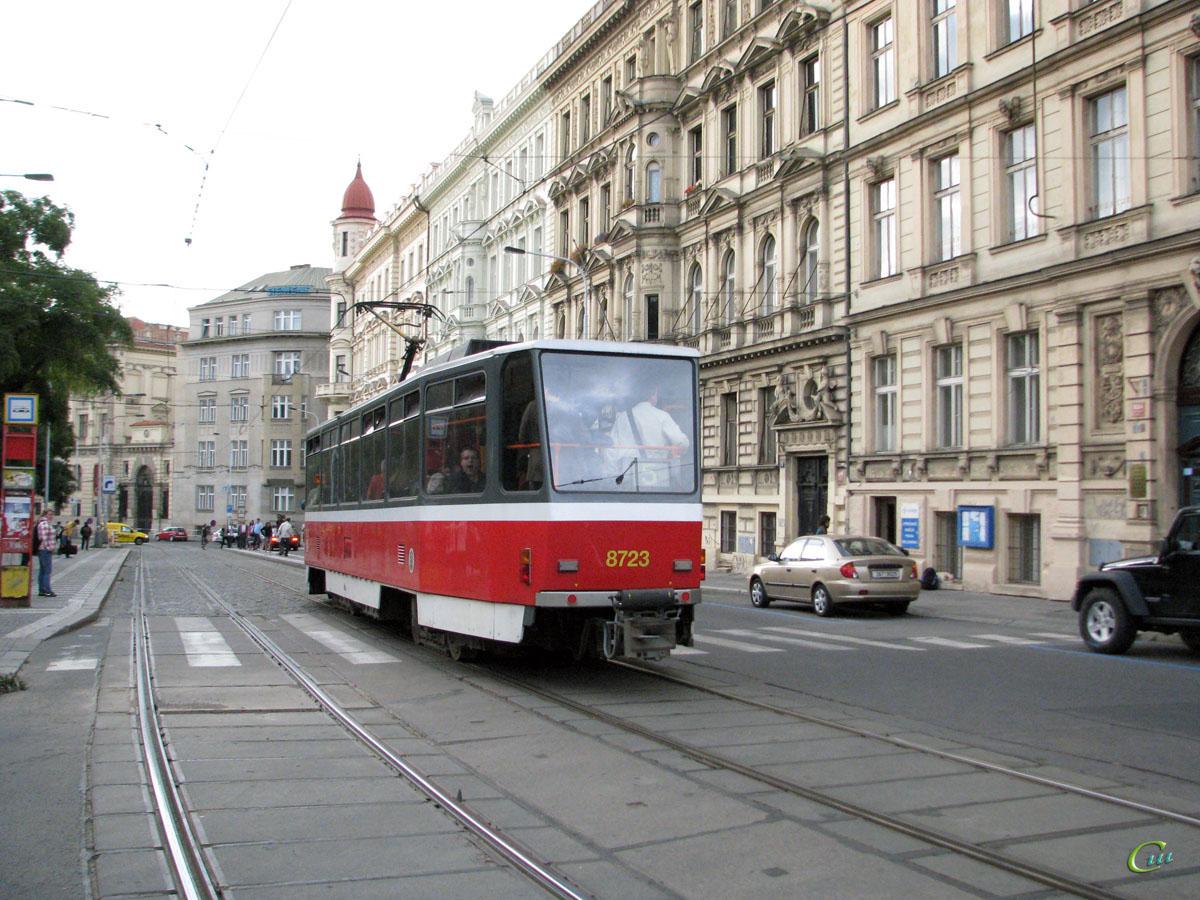 Прага. Tatra T6A5 №8723