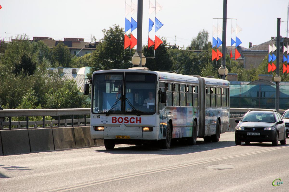 Псков. Mercedes-Benz O345G ав686