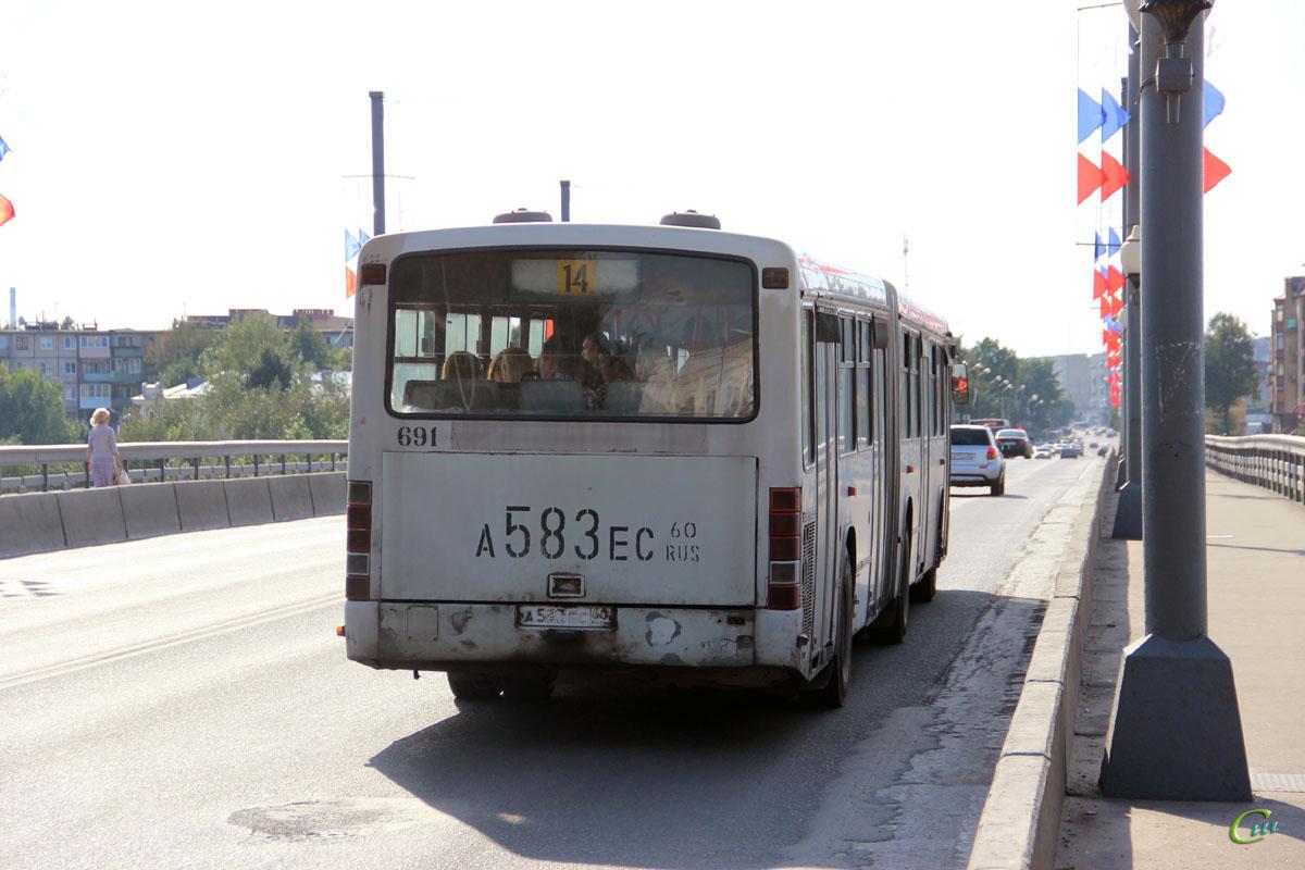 Псков. Mercedes-Benz O345G а583ес